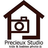 一軒家型のこども写真館プレシュスタジオのブランドロゴ