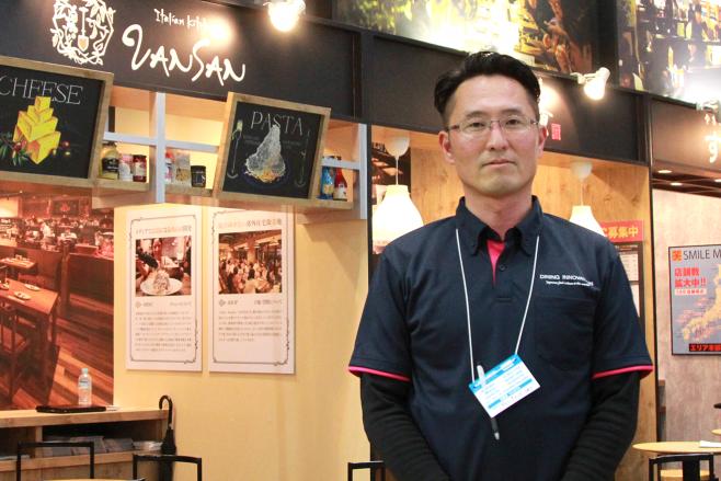 FCショーに出店していた株式会社ダイニングイノベーションのFC開発 石井康夫さん