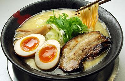 鶏白湯ラーメン「とりの助」 - 第五のラーメン・鶏白湯でミシュランガイド掲載の味が完成!