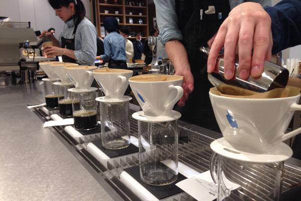 新宿駅南口にできたNEWoMan(ニューマン)にブルーボトルコーヒー日本3号店がオープン!のアイキャッチ