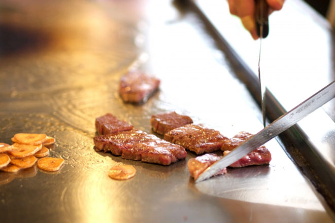 ステーキとお好み焼きの食べ放題が1480円!?「熱狂道とん堀」の魅力に迫るのアイキャッチ